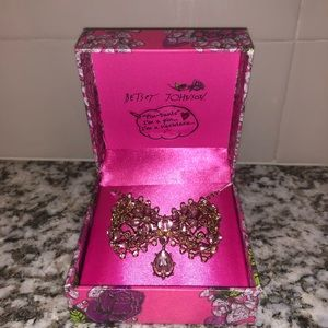 Betsey johnson necklace / pin combo